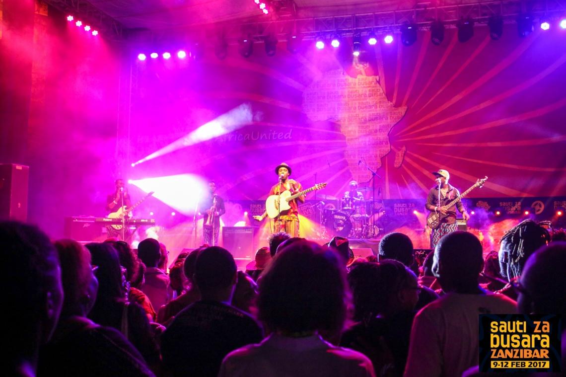 Kyekyeku (Ghana) at Sauti za Busara 2017 [photo: Link Reuben]